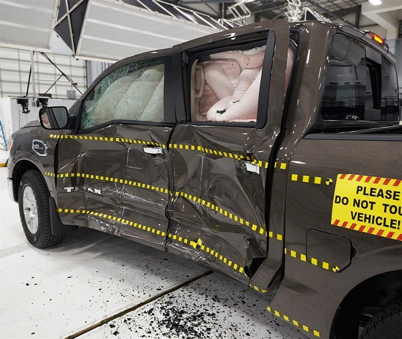 2017 Nissan Titan Falls Short on IIHS Small-Overlap Crash Test
