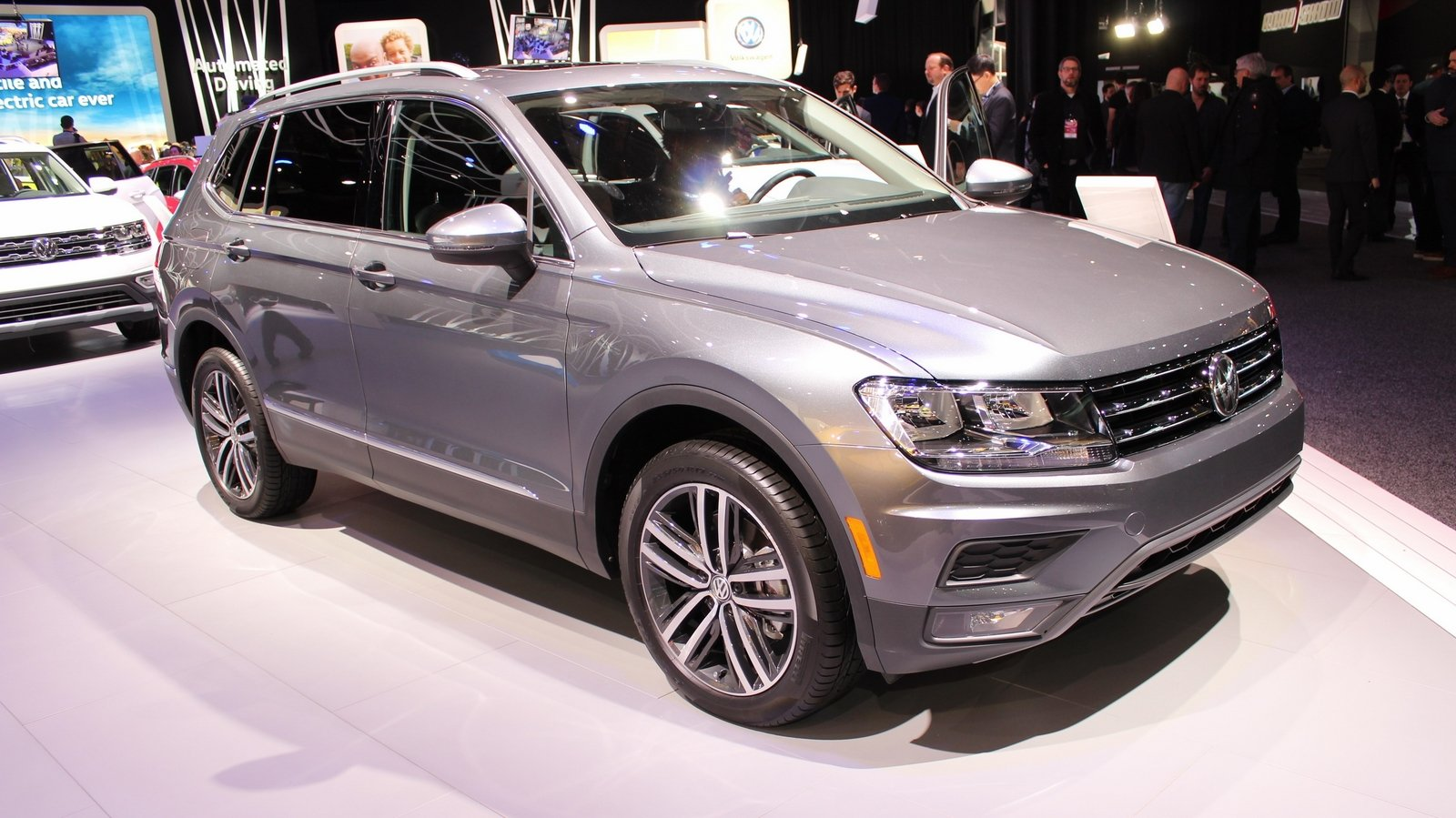 us gets longer volkswagen tiguan with third row seating option pictures photos wallpapers. Black Bedroom Furniture Sets. Home Design Ideas