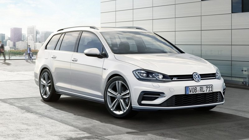 2017 Volkswagen Golf R-Line Package