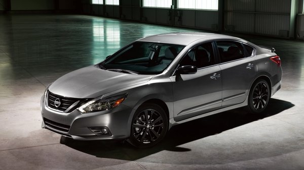 2017 Nissan Altima SR Midnight Edition Review - Top Speed