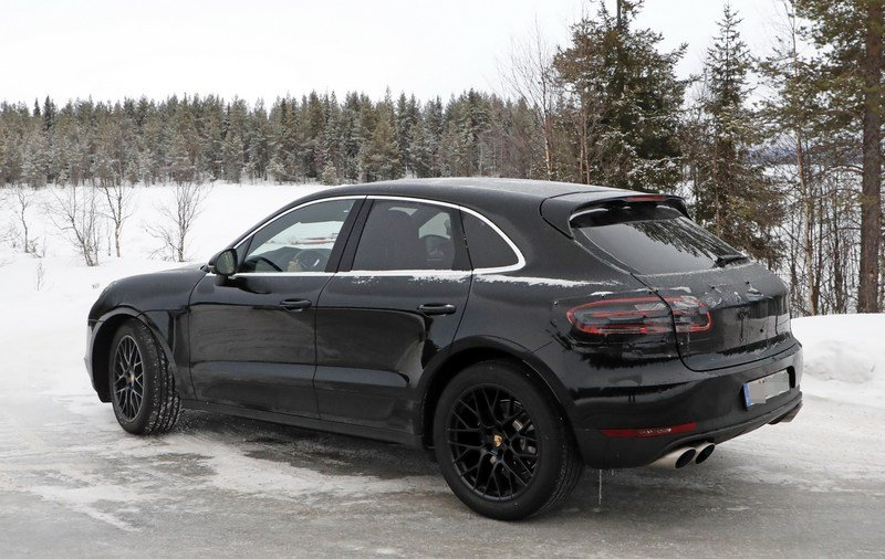 What's Under the Hood of the 2019 Porsche Macan? It's not a Diesel, That's for Sure Exterior Spyshots - image 704419