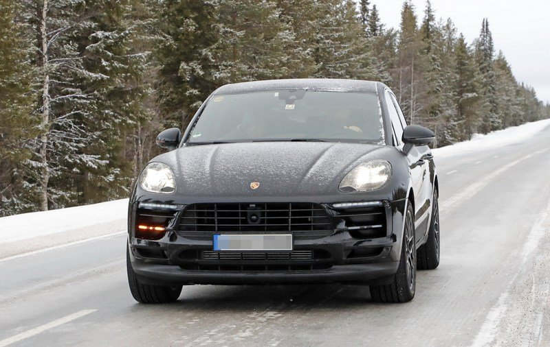 What's Under the Hood of the 2019 Porsche Macan? It's not a Diesel, That's for Sure Exterior Spyshots - image 704414