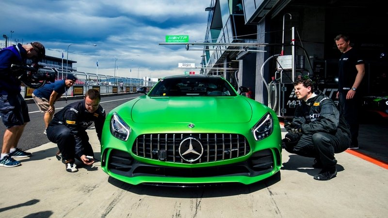 The Mercedes-AMG GT R Just Walloped A Lap Record Held By The Mercedes-AMG GT S