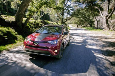 Toyota RAV4 Gets New Adventure Trim in Chicago - image 704873