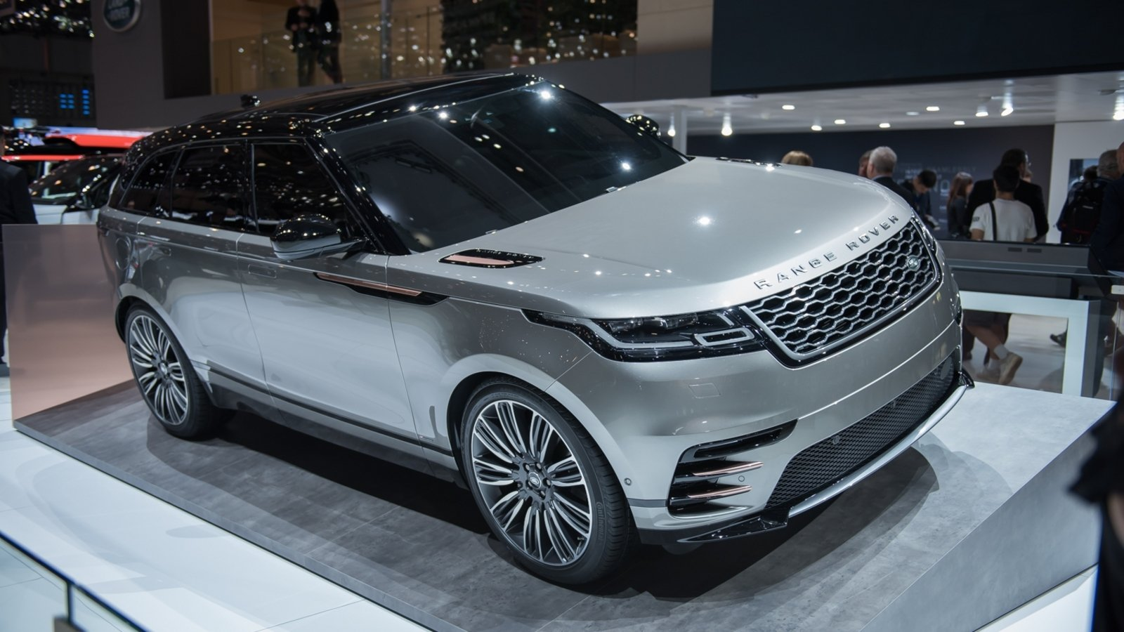 2018 land rover range rover velar review top speed. Black Bedroom Furniture Sets. Home Design Ideas