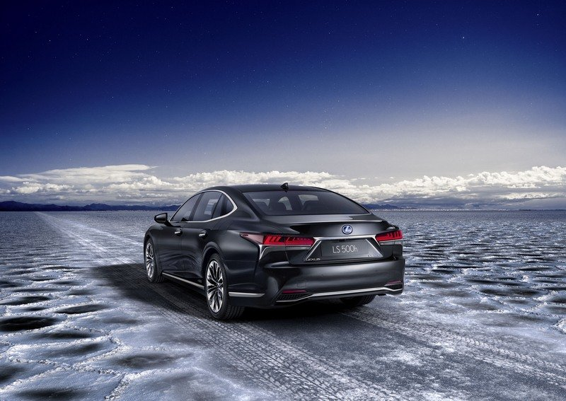 The 2018 Lexus LS 500h Is Further Proof That The Hybrids Are Taking Over High Resolution Exterior - image 708478