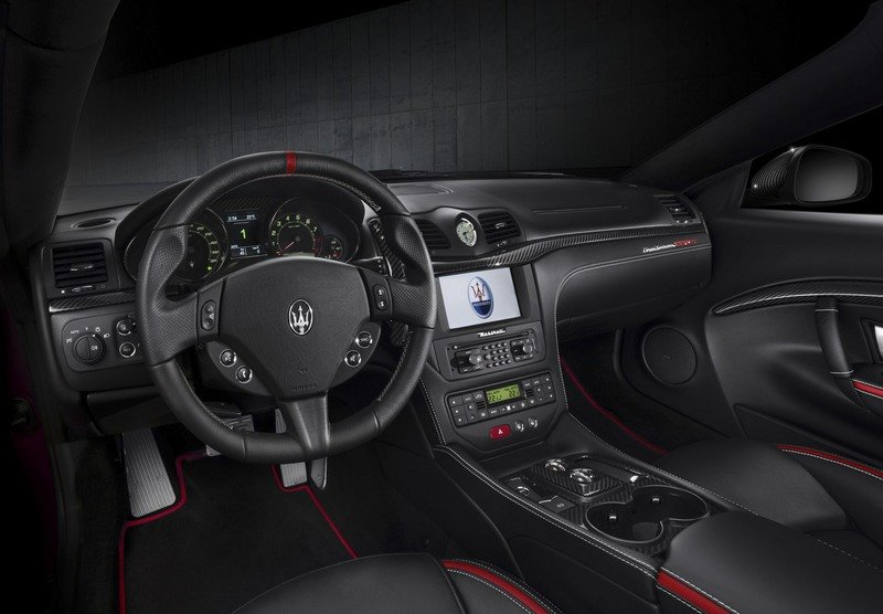 Maserati GranTurismo Clings to Life with New Sport Special Edition High Resolution Interior - image 709020