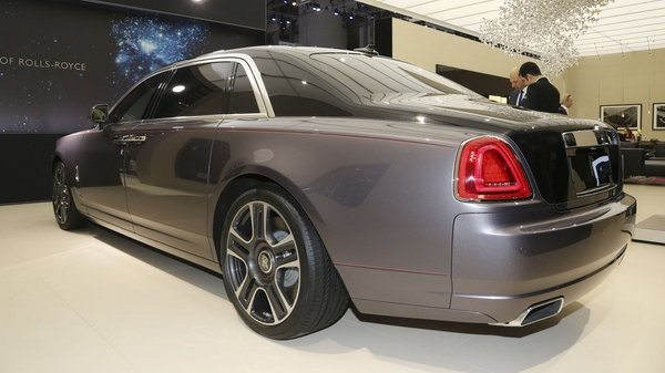 rolls-royce just crushed 1 000 diamonds to make a dull paint for the ghost - DOC709394