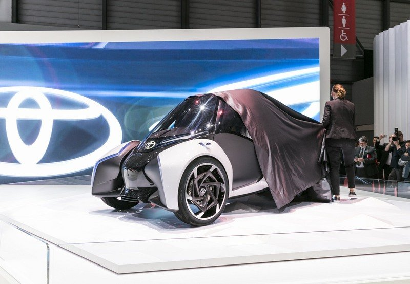 The Toyota i-TRIL Concept Is Like A Four-Wheeled Reliant Robin From 2030