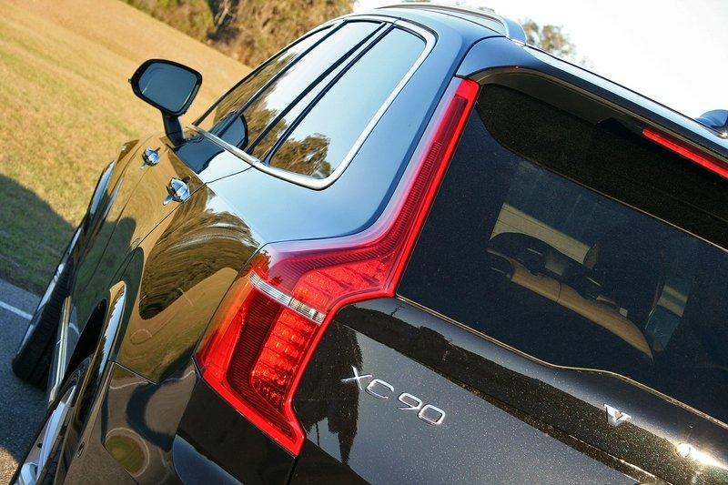 2017 Volvo XC90 T6 AWD Inscription – Driven High Resolution Exterior - image 707282