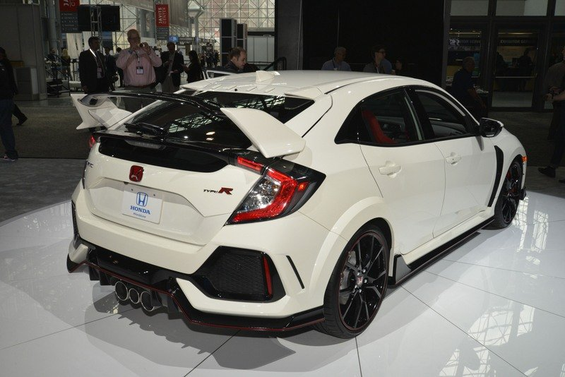 Honda Civic Type R Puts On White Suit, Comes to America High Resolution Exterior AutoShow - image 713402