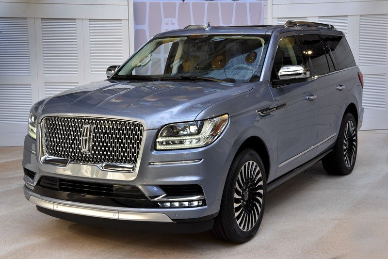 The New Lincoln Navigator is Here, and You're Going to Want One High Resolution Exterior AutoShow - image 712920