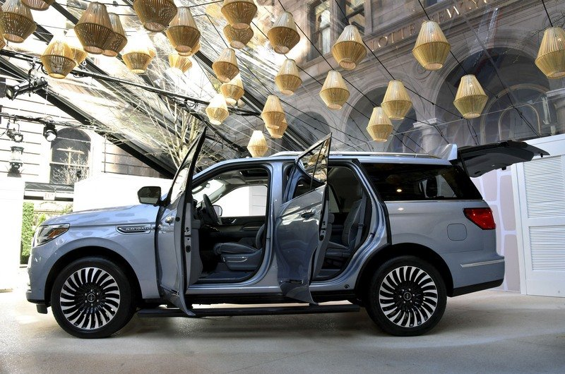 The New Lincoln Navigator is Here, and You're Going to Want One