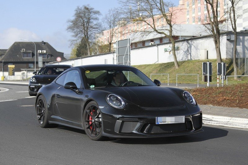Is Porsche Working on a Successor to the Awesome 911 R? Exterior Spyshots - image 714869