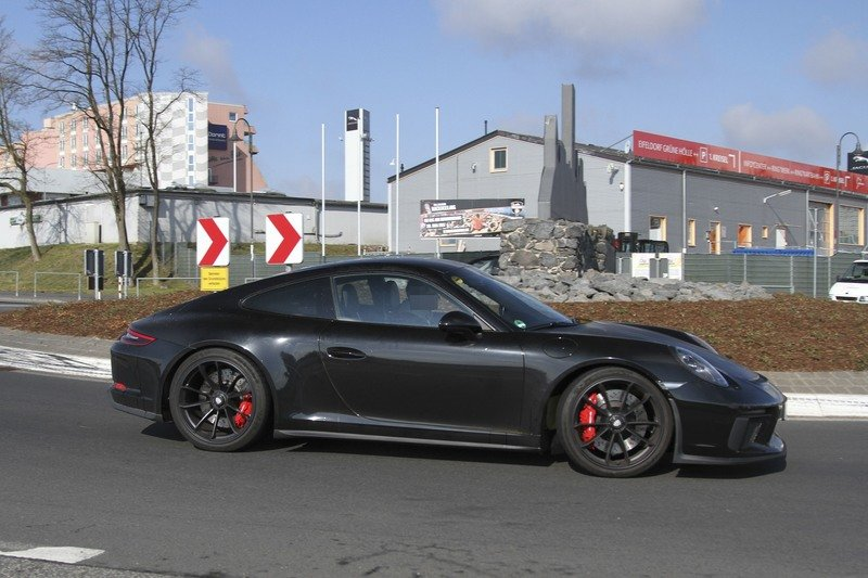 Is Porsche Working on a Successor to the Awesome 911 R? Exterior Spyshots - image 714870