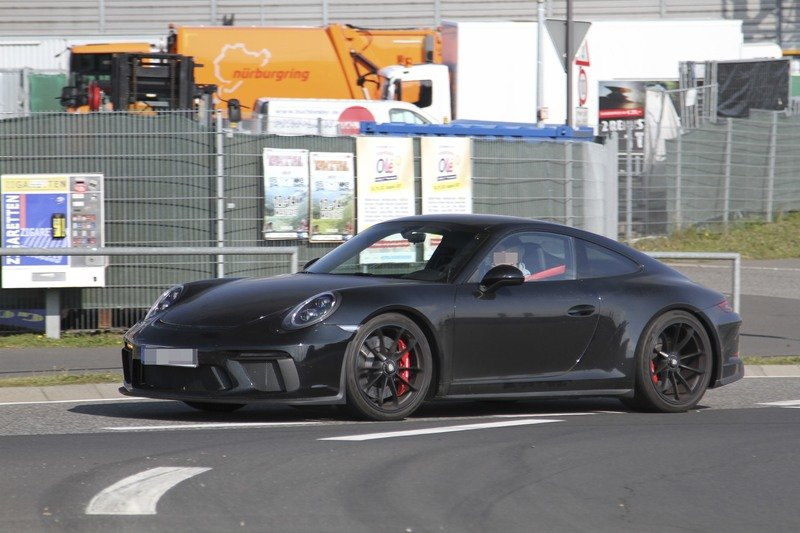 Is Porsche Working on a Successor to the Awesome 911 R?