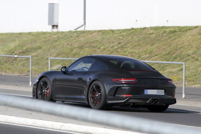 Is Porsche Working on a Successor to the Awesome 911 R? Exterior Spyshots - image 714874