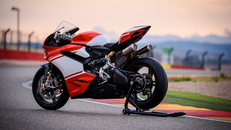 2017 Ducati 1299 Superleggera - image 716838