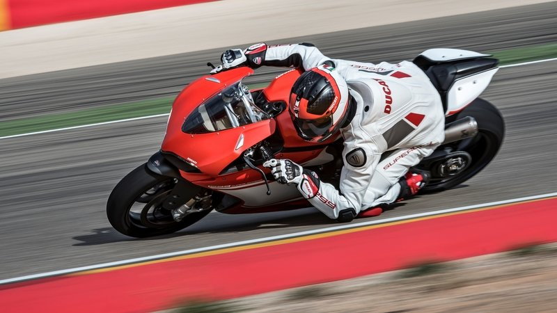 2017 Ducati 1299 Superleggera - image 716840