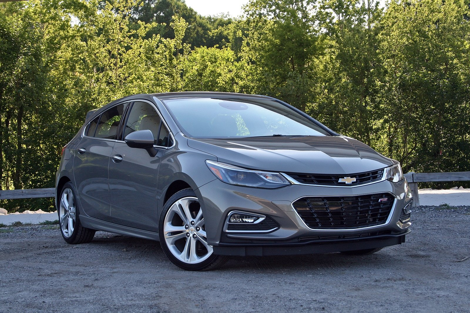 2017 chevrolet cruze hatchback driven review top speed. Black Bedroom Furniture Sets. Home Design Ideas