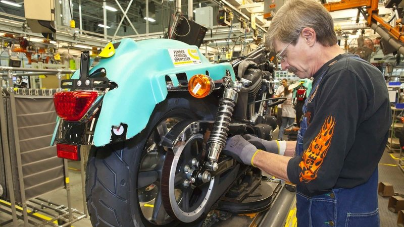 Harley-Davidson Relocates 118 Jobs Amid Heavy First-Quarter Loss - image 715690