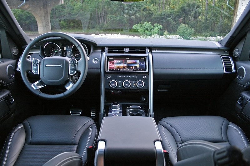 The 2017 Land Rover Discovery Drives More Like a Range Rover Interior High Resolution - image 717653