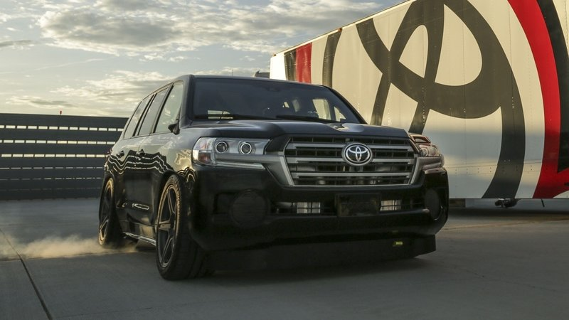 Toyota Land Speed Cruiser Sets World Speed Record
