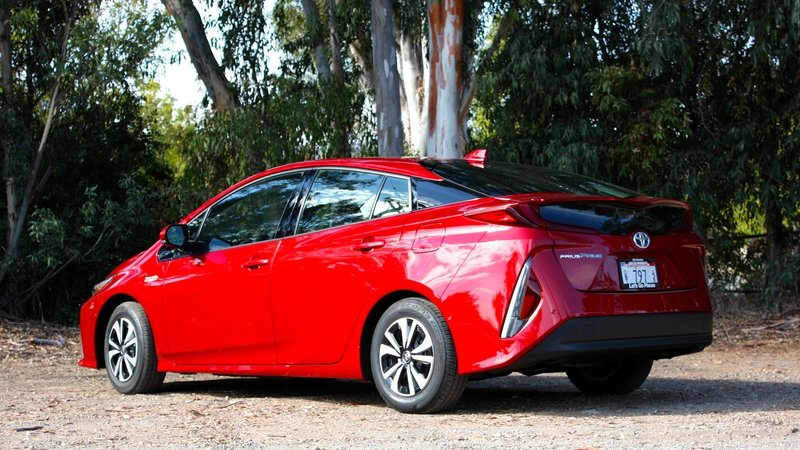 2017 Toyota Prius Prime – Driving Impression And Review - image 719137