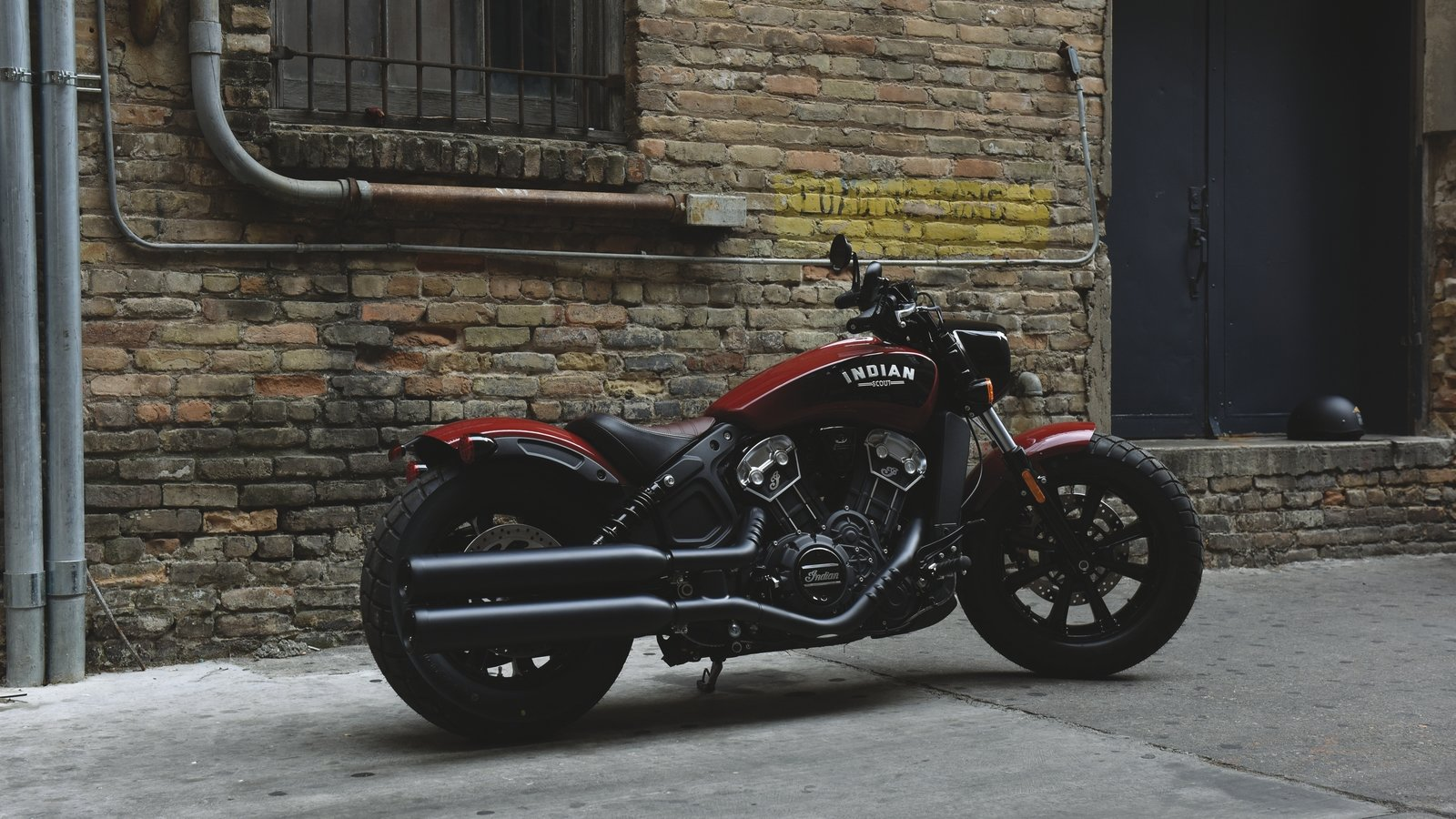 2018 indian motorcycles scout bobber how does it stack. Black Bedroom Furniture Sets. Home Design Ideas
