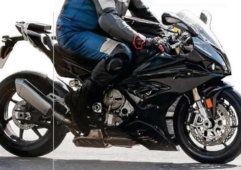 BMW is busy testing the 2018 S1000RR and it seems that the Germans are thorough this time.