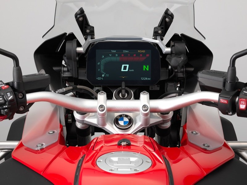BMW Motorrad's instrument panel is getting an amazing new interface.