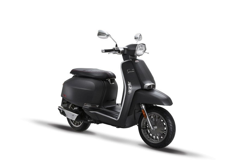A Lambretta called 'V-Special' has just entered the 21st century. Exterior - image 723119