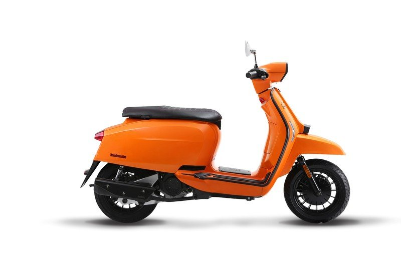 A Lambretta called 'V-Special' has just entered the 21st century. Exterior - image 723120