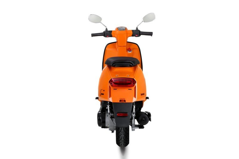A Lambretta called 'V-Special' has just entered the 21st century. Exterior - image 723122