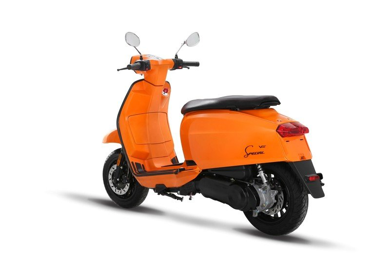 A Lambretta called 'V-Special' has just entered the 21st century. Exterior - image 723123