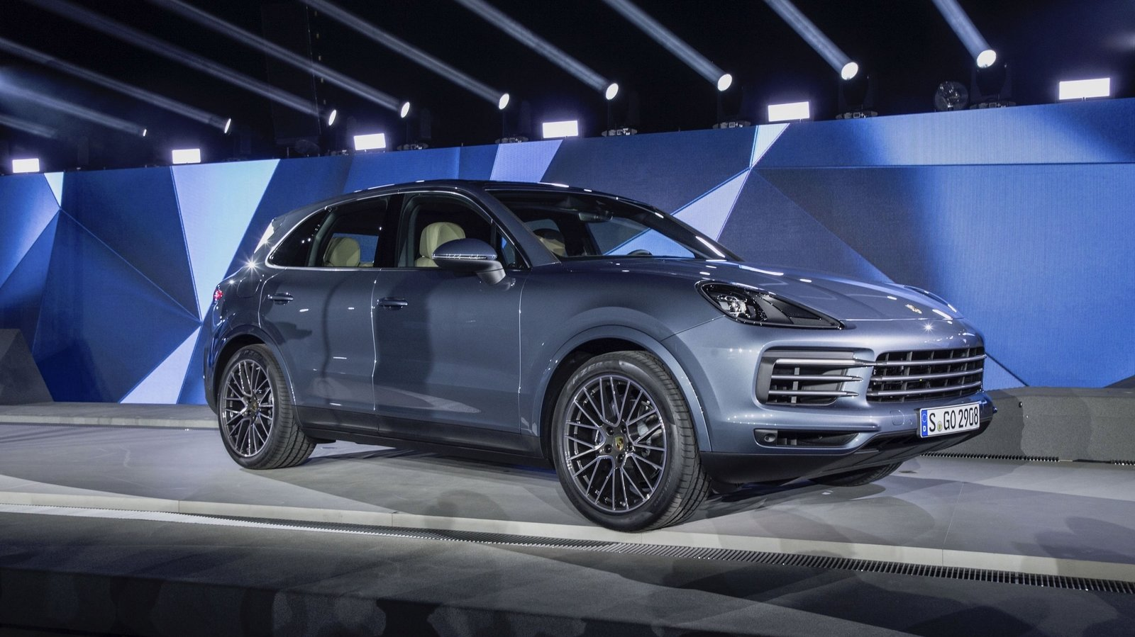 2018 porsche cayenne review top speed. Black Bedroom Furniture Sets. Home Design Ideas