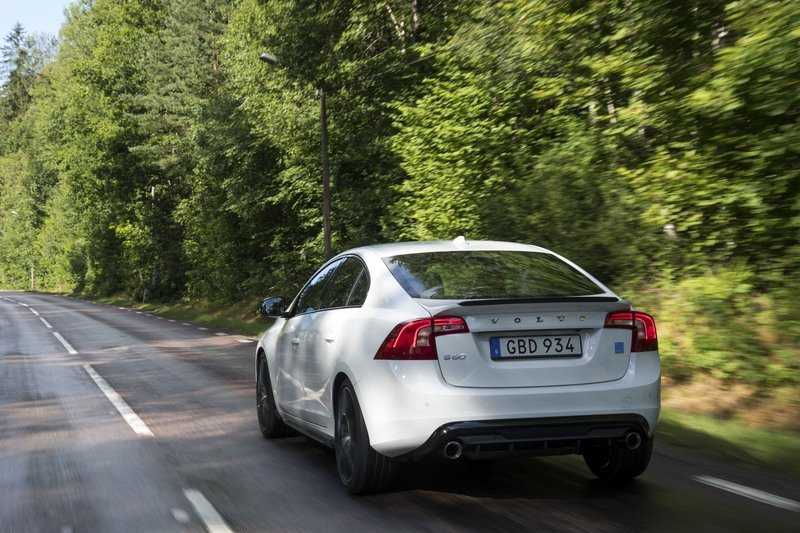 2018 Volvo S60 and V60 Get Carbon Fiber Enhancements From Polestar