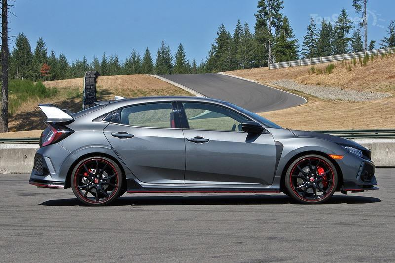 As the Ford Focus RS Fades to Black, Honda Jacks Up the Price on the Civic Type R