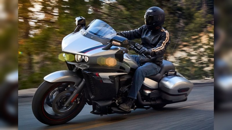 2018 Yamaha Star Eluder—How Does It Stack Up To The Competition? - image 729837