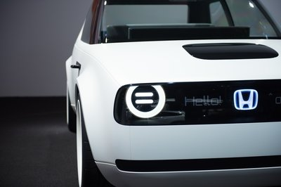 Honda Will Make the Nissan Leaf and VW E-Golf Obsolete When the Urban EV Goes on Sale in 2019 - image 731737
