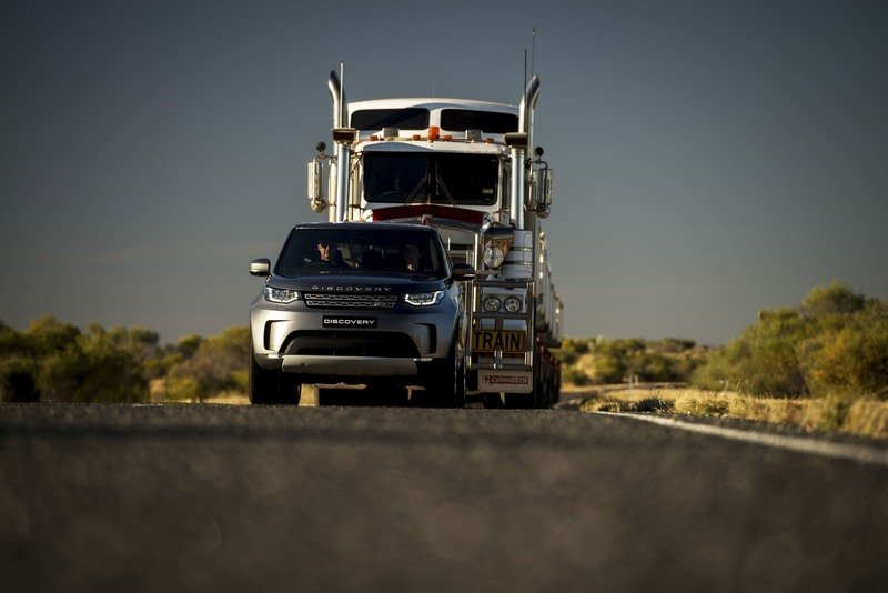 Land Rover Discovery Turbodiesel Pulls 121-Ton, Seven-Trailer Semi Truck