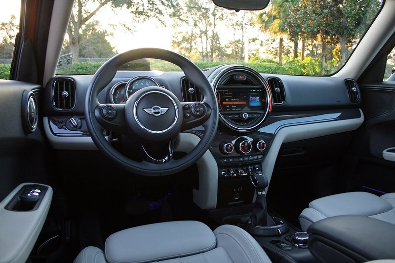 See How The 2017 Mini Cooper Countryman Drives