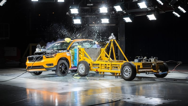 Side-Impact Crash Test Shows 2018 Volvo XC40 is a Winner