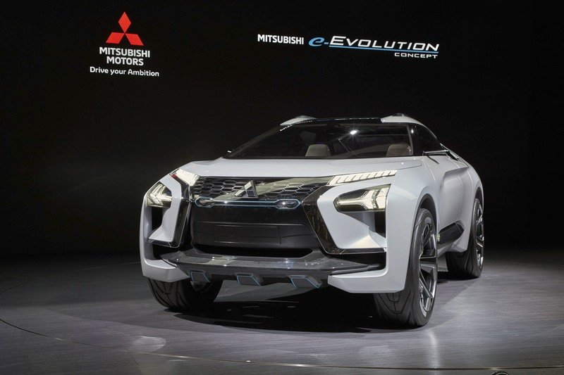 As if Ruining the Eclipse Name Wasn't Enough, Mitsubishi Will Now Slap a Lancer Badge on an SUV