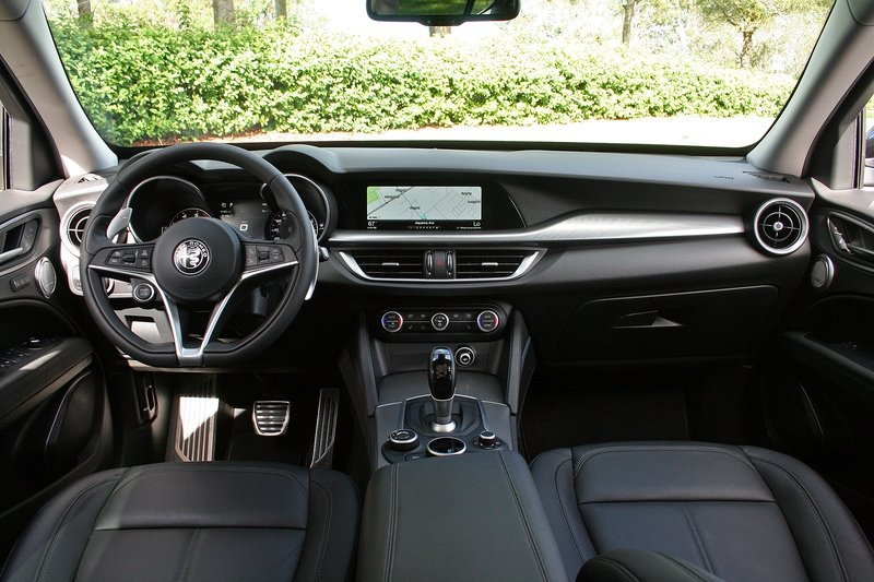 Four things I Hate About the 2018 Alfa Romeo Stelvio Interior - image 741568