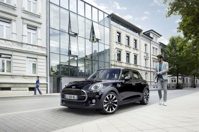 2017 Mini Cooper Blackfriars Edition - image 737840