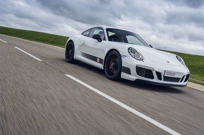 2017 Porsche 911 Carrera 4 GTS British Legends Edition - image 737606