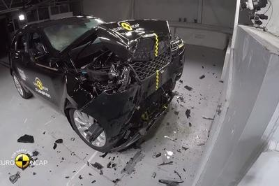 See How The 2018 Range Rover Velar Withstands Crash Testing - image 738181