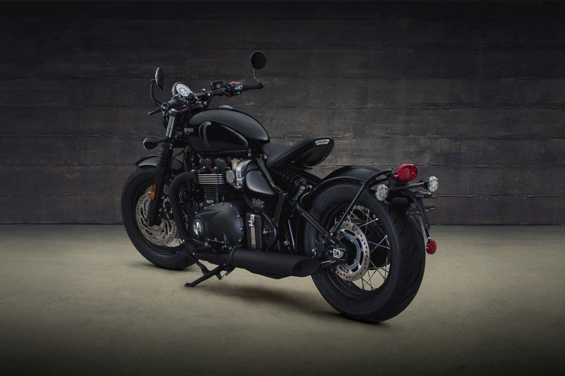 Triumph has revealed the menacing new Bonneville Bobber Black High Resolution Exterior - image 736059