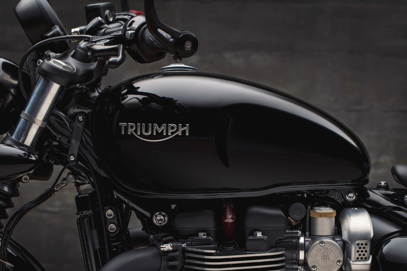 Triumph has revealed the menacing new Bonneville Bobber Black High Resolution Exterior - image 736074